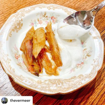 Posted @withregram • @thevermeer Spiced honey-braised rhubarb over organic vanilla yogurt for breakfast starter. Fabulous flavor combination! #breakfaststarter #yogurttoppings #rhubarbseason #thevermeerbedandbreakfast #grandmaschina #thinkoutsidethebox  #